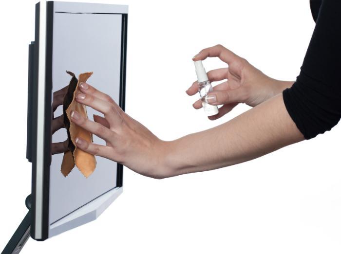 Phun trực tiếp chất lỏng dễ gây hại cho màn hình