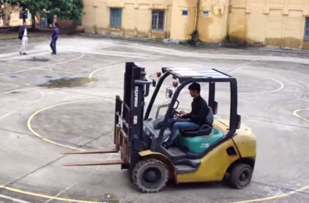 Đào tạo cấp chứng chỉ nghề lái xe nâng hàng cấp tốc