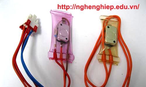Hình cận cảnh Sensor nhiệt cảm ứng lạnh  của tủ lạnh: